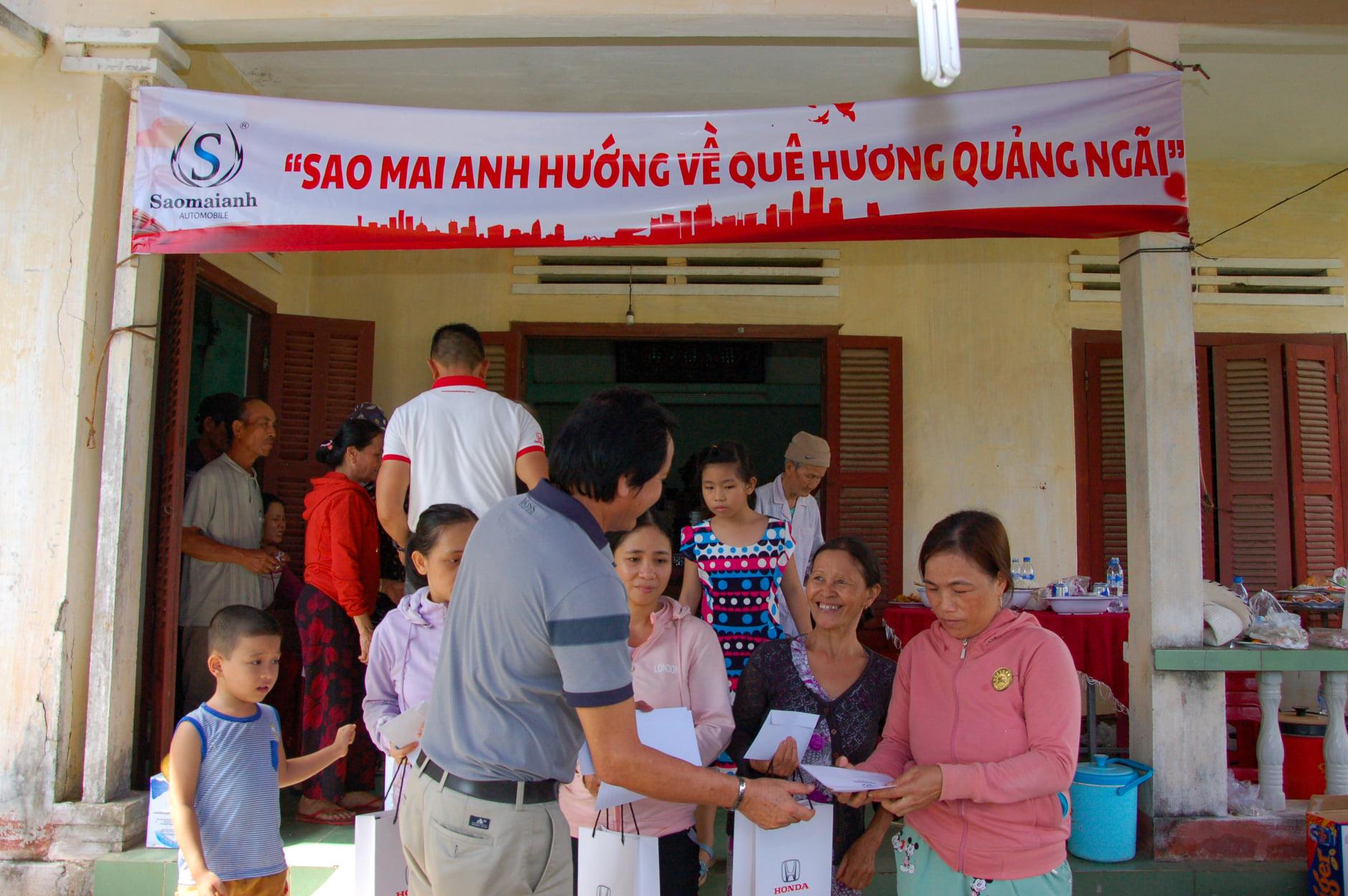 """Chương trình """"Sao Mai Anh hướng về quê hương Quảng Ngãi"""" hỗ trợ người dân khắc phục khó khăn sau bão"""