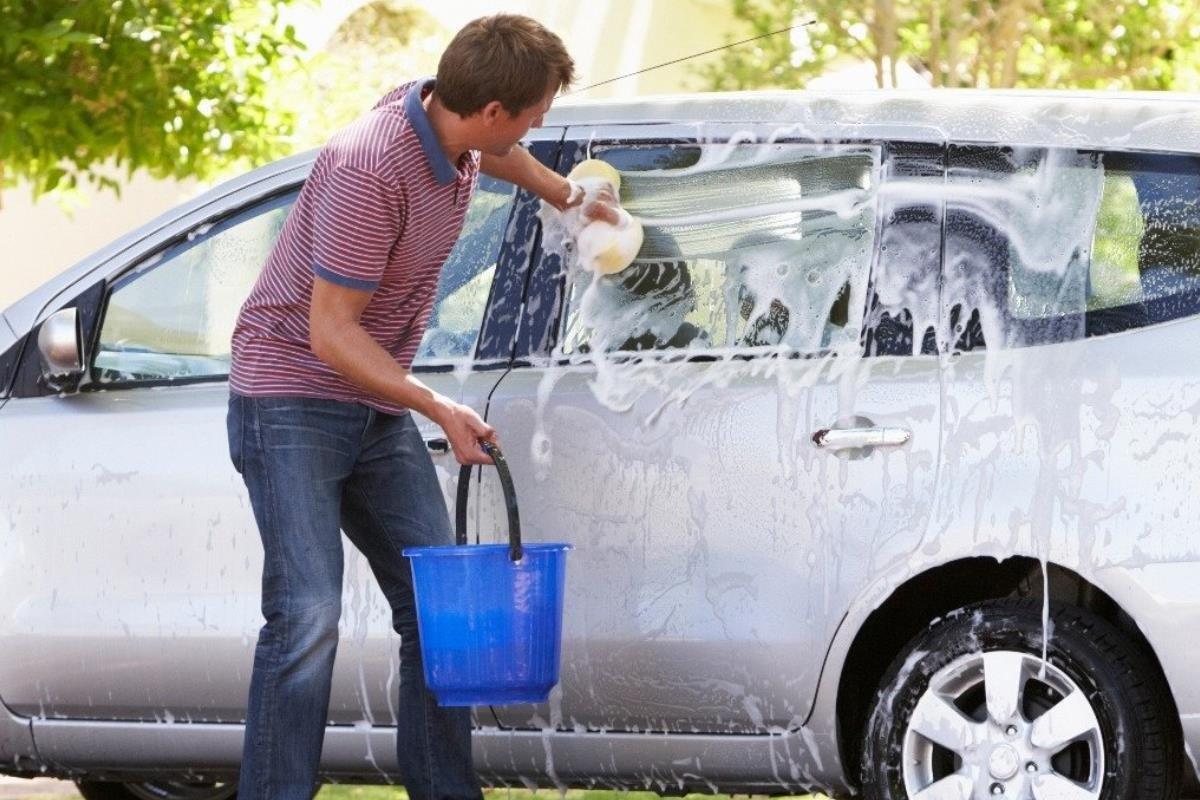 Những điều không nên làm khi ô tô bị bụi bẩn